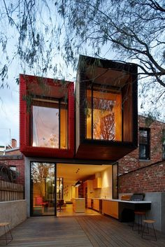 The Moor Street House. Andrew Maynard Architects designed the renovation of the Moor House, located in Melbourne, Australia. Residential Architecture, Amazing Architecture, Modern Architecture, Melbourne Architecture, Installation Architecture, Container Buildings, Container Architecture, Melbourne House, Container Design