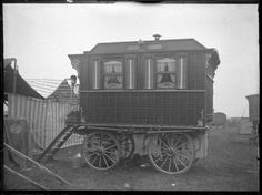 vintage everyday: Pictures of Caravans and Camping from the and Circus Showman's caravan. A beautiful traditional style horse drawn wooden caravan. Old Circus, Circus Train, Vintage Circus, Circus Tents, Circus Room, Vintage Carnival, Gypsy Caravan, Gypsy Wagon, Old Photos