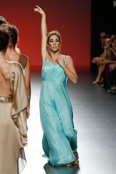 Desfile de Juan Duyos en la MBFW Madrid http://www.mujerespacio.com/moda/ropa-moda/fin-de-semana-intenso-en-la-mercedes-benz-fashion-week-madrid/
