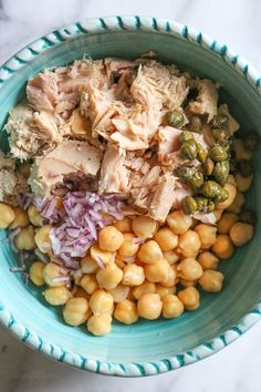 Chickpea Tuna Salad - Chickpea Tuna Salad with capers is perfect for lunch! Quick and easy for meal prep! Healthy and filling, this mayo-less Tuna Salad is loaded with protein and Omega and tastes even better the next day. Source by jscrook Good Healthy Recipes, Healthy Foods To Eat, Healthy Snacks, Healthy Eating, Healthy Tuna Salad, Tuna On Salad, Dairy Free Tuna Salad, Best Tuna Salad Recipe, Kid Snacks