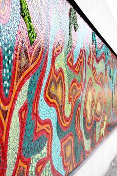 """Mural """"Un Mundo, todos los Mundos"""" Terminal de Ómnibus de Rosario. Castellanos entre Córdoba y Santa Fe. Julio de 2013. Donación del taller Musivaria a la ciudad de Rosario.  Diseño: Vanesa Galdeano.  Participan: Alumnos del taller de mosaico veneciano 2013 Auspician Murvi + Weber Foto: Natalia Galdeano"""