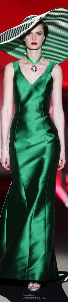 Amazing green taffeta gown by Sonia Pena Bridal Spring 2017 Fashion 2017, Couture Fashion, Fashion News, Green Gown, Green Silk, Red Green, Green Colors, Green Fashion, High Fashion