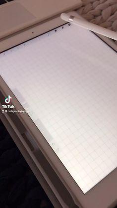 School Organization Notes, School Notes, Life Hacks For School, School Study Tips, Bullet Journal Lettering Ideas, Bullet Journal Ideas Pages, Ipad Hacks, Bullet Journal School, Study Planner