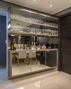 Home Bar Cabinets Home Wet Bar, Bars For Home, Elegant Dining Room, Dining Room Design, Interior Modern, Kitchen Interior, Bar Sala, 6 Bedroom House Plans, Home Bar Cabinet