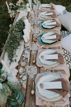 Loving the vintage and rustic details from this boho wedding reception inspo Wedding Table Centerpieces, Wedding Table Settings, Diy Wedding Decorations, Centerpiece Flowers, Wedding Crafts, Place Settings, Wedding Themes, Wedding Styles, Wedding Ideas