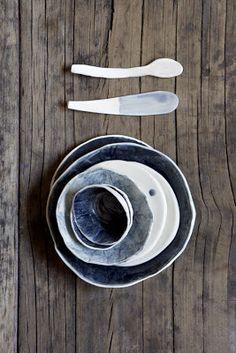 Bols, assiettes et couverts de Yuniko Studio.