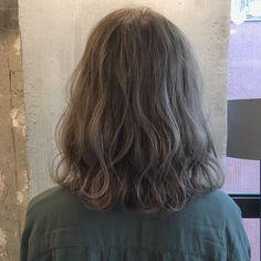 HAIR(ヘアー)はスタイリスト・モデルが発信するヘアスタイルを中心に、トレンド情報が集まるサイトです。20万枚以上のヘアスナップから髪型・ヘアアレンジをチェックしたり、ファッション・メイク・ネイル・恋愛の最新まとめが見つかります。 Haircuts For Medium Hair, Cool Haircuts, Short Hair Cuts, Medium Hair Styles, Curly Hair Styles, Short Pixie, Pretty Hair Color, Ombre Hair Color, Permed Hairstyles