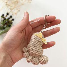 Merhaba Çok beklettim sizi Hazır mısınız Özellikle doğum hediyesi için muhteşem değil mi İp olarak nako pırlanta kullandım ❤️ ( Elimdeki ipleri değerlendirmek için ) Ama gazzal baby cotton ten rengi deneyin mutlaka Muhteşem olacaktır Tığ : 2,5 mm - - Buyrun efem tarif Ponçik ayak Ayak tabanı 1. Sihirli halka içerisine 6 sıkiğne 2. Her sıkiğneye çift batma = 12 sıkiğne 3. ( 1 tek , 1 çift ) * 6 = 18 sıkiğne 4. 3 tek , 1 çift , (4 tek 1 çift)* 2 kez , ...