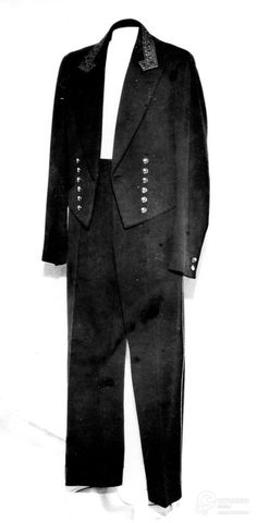 Servant uniform, worn by a servant of Djordje Roš from Belgrade, 1939. Courtesy Museum of Applied Art, Belgrade, all rights reserved.