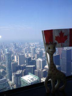 Sophie, cette grande voyageuse! #Sophielagirafe #Canada