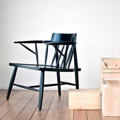 R LOUNGE CHAIR - Branca Lisboa, presentan un exquisito diseño con un profundo estudio entre las cualidades y estructura del material, trabajando en armonía el valor de la artesanía y las herramientas de la producción digital.