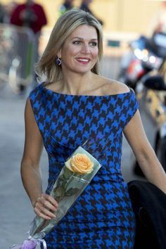 All the Dutch royals were dressed in blue. Queen Máxima sported a black and blue dress from Michael Kors.