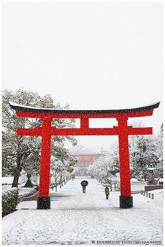 Red and white - Fushimi Inari Taisha, Kyoto, Japan