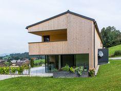 HAUS s egg — ARCHITEKTUR Jürgen Hagspiel Amazing Architecture, Architecture Design, House Cladding, Modern Barn House, House Styles, Outdoor Decor, Barn Houses, Eggplant, Villa