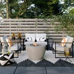 Awesome Backyard Patio Deck Design and Decor Ideas 42 Used Outdoor Furniture, Diy Garden Furniture, Rustic Furniture, Antique Furniture, Target Patio Furniture, Furniture Stores, Furniture Logo, Furniture Design, Outside Furniture Patio
