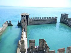 This small castle is located in Sirmione, a small town on a peninsula in the Garda lake in Italy.