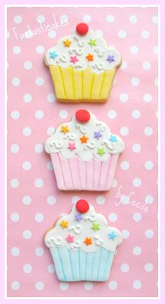 Very cute cupcake cookies by Fantasticakes Cecile Crabot.