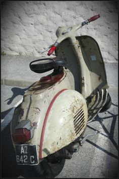 Very nice patina Vespa Piaggio Vespa, Lambretta Scooter, Vespa Scooters, Vespa Motorcycle, Classic Vespa, Italian Scooter, Motor Scooters, Mini Bike, Cool Bicycles
