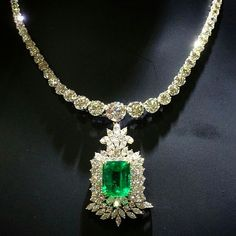 @terrafinejewels Emerald and Diamond necklace | Pinned by: @900ks