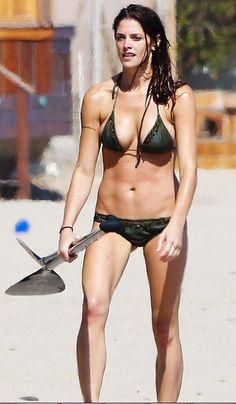 Celebrities In Bikini Ass Whooping Bombastic Bust - ViralSexy.com - The #1 Sexy Website Online