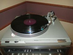 Technics SL-D2 Turntable Record Player - $110   Local pick up.