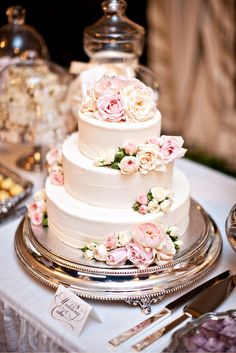 Rochelle Adonis wedding cake. Just love this but terribly expensive. We've settled for cupcake tower instead.