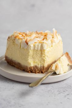 This coconut cheesecake is so rich and creamy, you won't believe it is keto! Made with simple ingredients, it's an elegant dessert that is sure to impress! Coconut Cheesecake, Low Carb Cheesecake, Cheesecake Recipes, Healthy Desserts, Delicious Desserts, Dessert Recipes, Trim Healthy Recipes, Keto Recipes, Ketogenic Desserts