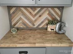 How to Make a Wood Herringbone Pattern – Welsh Design Studio#design #herringbone #pattern #studio #welsh #wood Blue Backsplash, Beadboard Backsplash, Tile Countertops, Herringbone Backsplash, Herringbone Pattern, Pallet Backsplash, Herringbone Wall Art, Travertine Backsplash, Backsplash Ideas