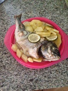 Esta es una #receta de Rocio una compañera de @entulínea rica rica jajaja... Hoy toca día saciante!!!!! #Dorada con #patatas!!!!!! Y sólo he tardado 10 minutos en el #micro!!!!!! Gracias #papillote!!!!!!!!! — me siento especial. @entulínea #adelgazar #ComiendoDeTodo con #salud #humor #feliz ven a conocernos a #Alcorcón C/Fuenlabrada, 32 y adelgaza con nosotras