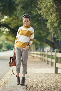 Wendy! Mustard turtleneck sweater + gray boyfriend jeans + gray booties = Cute fall outfit! I'm going to use this color palette for summer. :)
