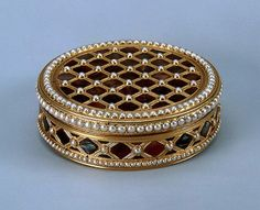 Gold, pearl, pearls, stamping, polishing.  Rinderhagen, Jean Michel Christophe. France. Paris. 1781-1782