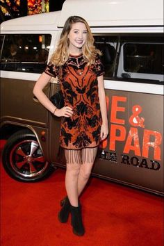 ~Zoe looked stunning at the hit the road premiere~