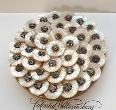 -glamorous-vintage-compact-mother-of-pearl-and-rhinestones- |Pinned from PinTo for iPad|