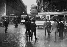 Piazza Venezia (1924) Nuovi Autobus elettrici della VAI (Vetture Autoelettriche Italiane). Best Cities In Europe, Vintage Photography, Old Photos, Rome, Street View, Queen, Antique, Old Pictures, Italia
