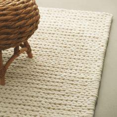 Mexx Touch karpetten zien er uit alsof ze rechts gebreid zijn in eenvoudige en zeer grote tricotsteken. Door deze zeer grove tricot steek zijn de karpetten ronduit stoer te noemen. De effen kleuren zorgen ervoor dat de aandacht uitgaat naar de structuur en brengen ze rust in een wat drukker interieur. Bijpassende kussens leverbaar.    Handgeweven  Zuiver scheerwol  Formaten:  170x230, 200x280