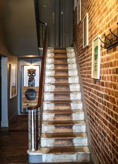 Hotel interiors, the Artist Residence, Brighton. Stripped back staircase, exposed brick walls. Brick Wallpaper Hallway, Faux Brick Wallpaper, Victorian Cottage, Victorian Homes, Brick Interior, Interior Design, Design Design, House Design, Brick Cladding