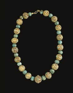 A MIDDLE BYZANTINE OR ISLAMIC GOLD BEAD NECKLACE - CIRCA 8TH-9TH CENTURY A.D.