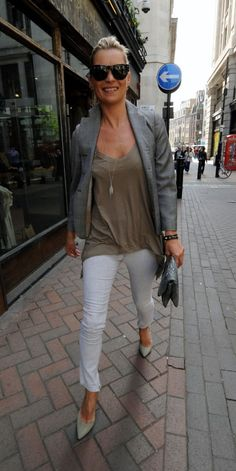 Kate Moss Style Icon - white skinny jeans (My total style icon! Moss Fashion, Fashion Tag, Womens Fashion, Fashion Trends, Style Fashion, Punk Fashion, Lolita Fashion, Fashion Boots, Mode Style