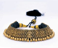 South India | Gold choker with wave links strung on fabric | ca. 19th century | Susan L. Beningson Collection