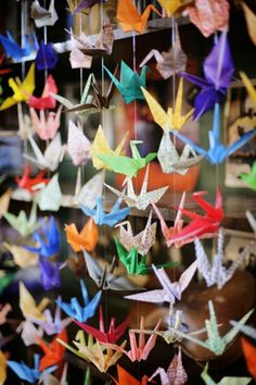 Adding a paper crane curtain. A cool idea and folding paper cranes isn't too hard! :) could use this as a head board above my bed to show my love for origami Origami Paper Crane, Origami 3d, Simple Origami, Origami Cranes, Oragami, 1000 Paper Cranes, Diy And Crafts, Paper Crafts, Teen Crafts