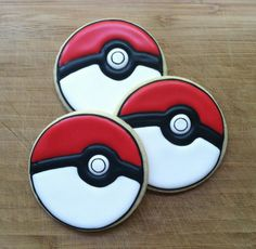 Pokeballs cookies For all your cake decorating supplies please visit craftcom Cookies For Kids, Cut Out Cookies, Cupcake Cookies, Sugar Cookies, Fun Cookies, Pokemon Birthday, Pokemon Party, Pokemon Cakes, Iced Biscuits