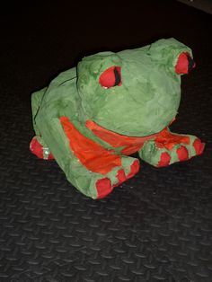 Frog (wbkn) piñata