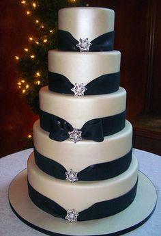 #weddingcake, so etwa mit grünen schleifen? Sieht edel aus.