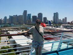 Miami en arrière plan et moi sur le bateau THE MAJESTY OF SEA pour une croisière de 4jours dans les Bahamas.
