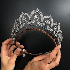 Start the week the way you wish to continue, with this dramatic tiara forming necklace, by Boucheron  Important  Jewels London, 13 June. @christiesjewels @christiesinc #christiesjewels #christiesinc #christies #diamond #tiara @boucheron #london