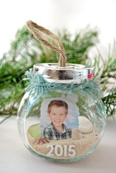 Super easy DIY Christmas Memory Jar Ornaments to dress up your home for the holidays
