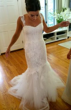 Monique Lhuillier 'Sonnet' size 4 used wedding dress - Nearly Newlywed
