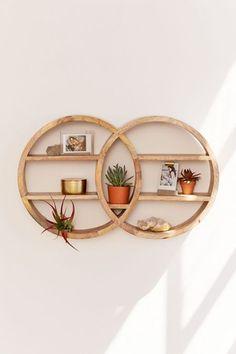 Dahlila Double Round Wall Shelf - Inventive Diy Wall Decor B Vibeke Design, Diy Casa, Farmhouse Side Table, Cute Dorm Rooms, Retro Home Decor, Diy Home, Diy Wall Decor, Decorating Wall Shelves, Boho Decor