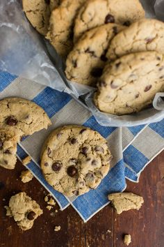 We love the use of barley flour in these Barley Chocolate Chip Cookies from @NaturallyElla