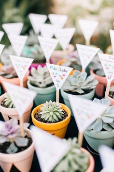 Adorable #DIY place cards that double as wedding favors!